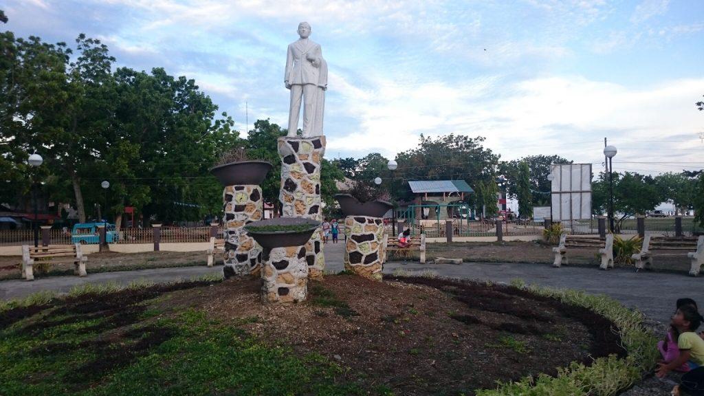 anda-plaza-statue